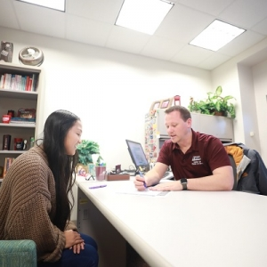 A student talks with an EKU staff person
